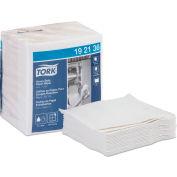 Chiffon en papier robuste Tork, plié 1/4, 13 po x 12,5 po, blanc, 56/paquet, 16/caisse – 192136