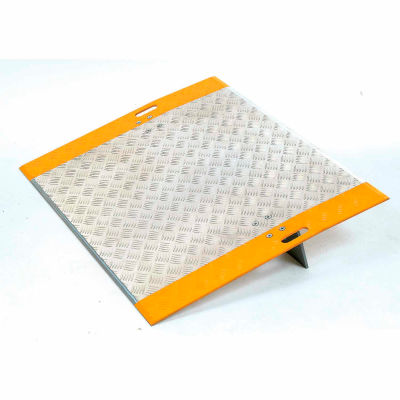 """Global Industrial™ High-Traction Aluminum Dock Plate 36""""W x 24""""L 3350 Lb. Capacity"""
