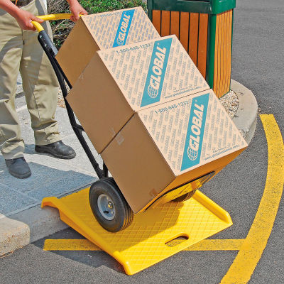Global Industrial™ Plastic Hand Truck Curb Ramp, 1000 Lb. Capacity