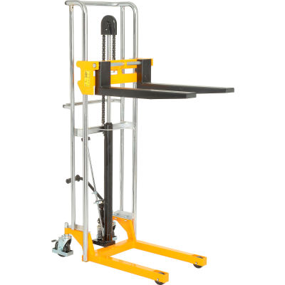 "Global Industrial™ Best Value Manual Lift Stacker 880 Lb. Capacity 59"" Lift"